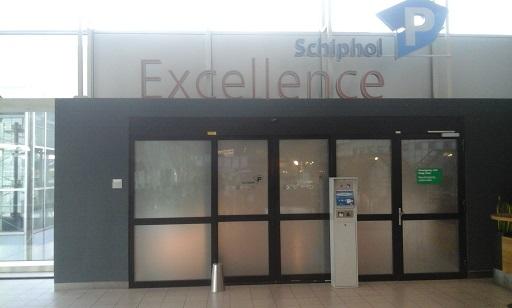 ingang van Schiphol Excellence vertrekhal 3